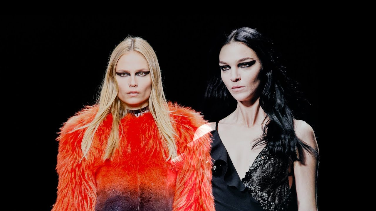 Mariacarla Boscono & Natasha Poly Walked Together en VERSACE Collections  36