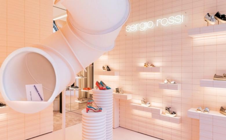 sergio rossi fashion designer y su nueva tienda emergente en Milán 14