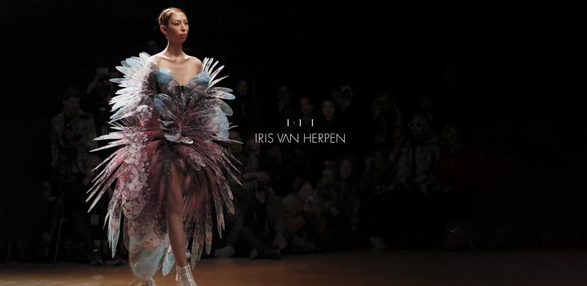 este es el estilo de iris van herpen para 2020 -El vestido 'Transmotion' 15
