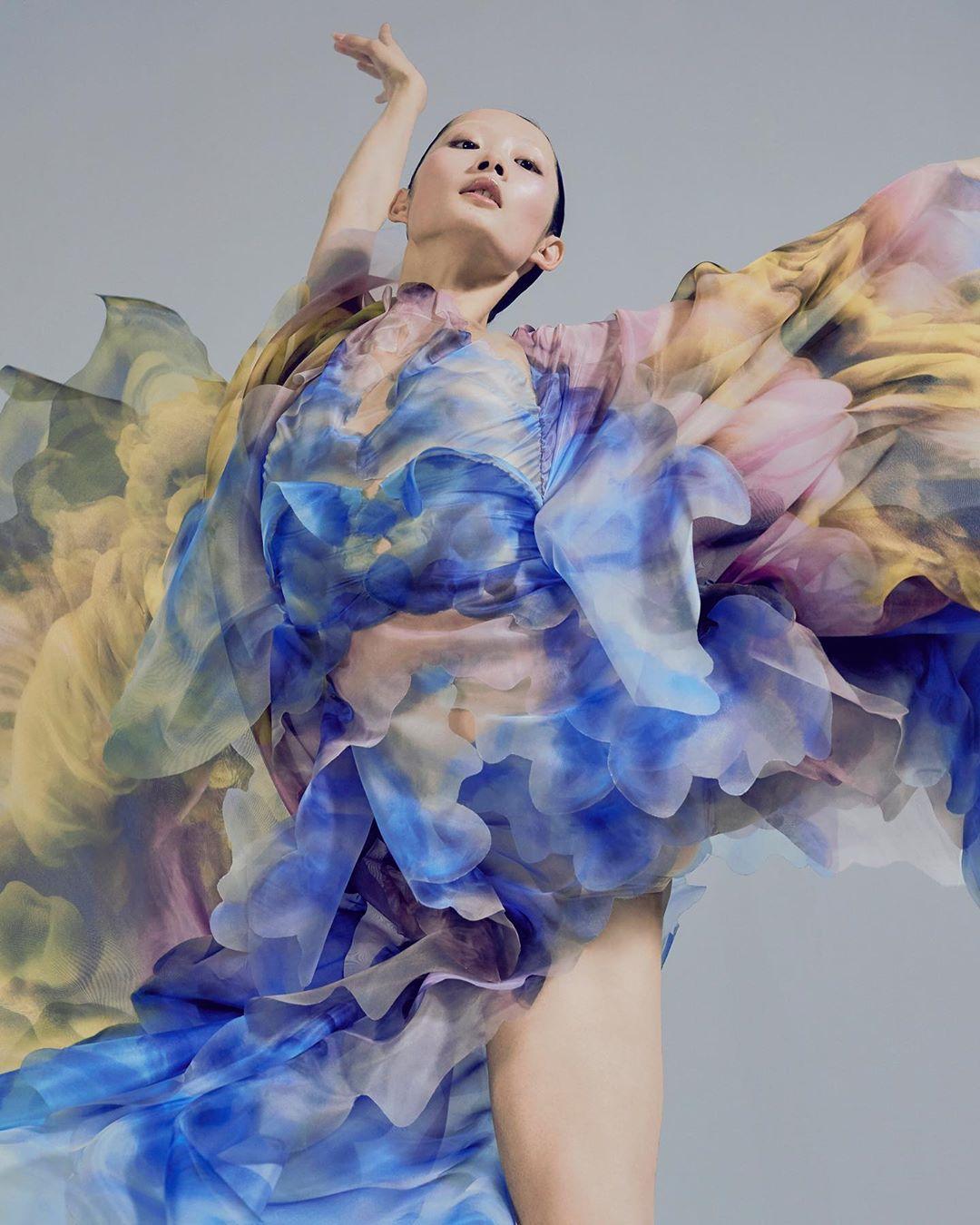 este es el estilo de iris van herpen para 2020 -El vestido 'Transmotion' 2