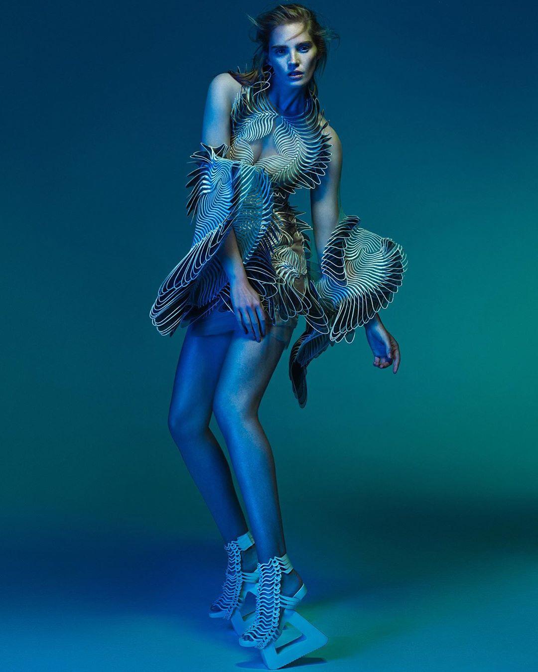 este es el estilo de iris van herpen para 2020 -El vestido 'Transmotion' 9