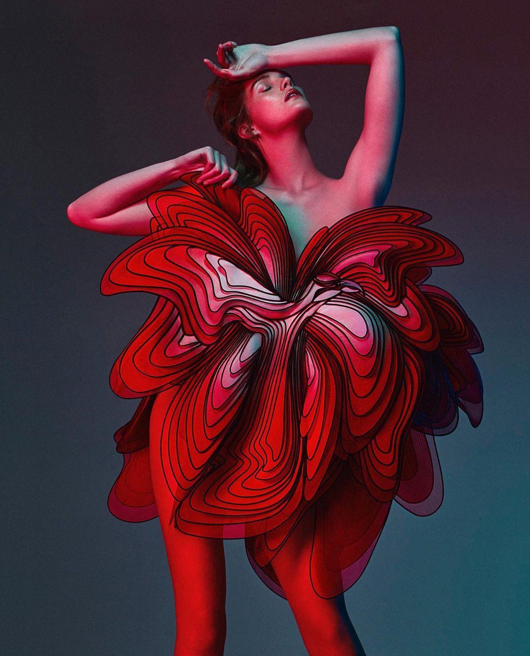 este es el estilo de iris van herpen para 2020 -El vestido 'Transmotion' 10