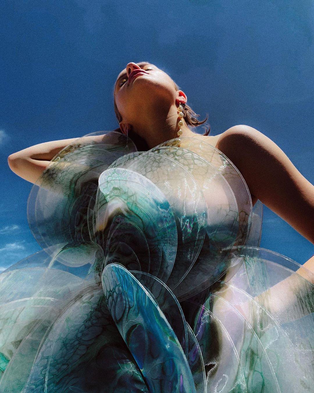 este es el estilo de iris van herpen para 2020 -El vestido 'Transmotion' 11