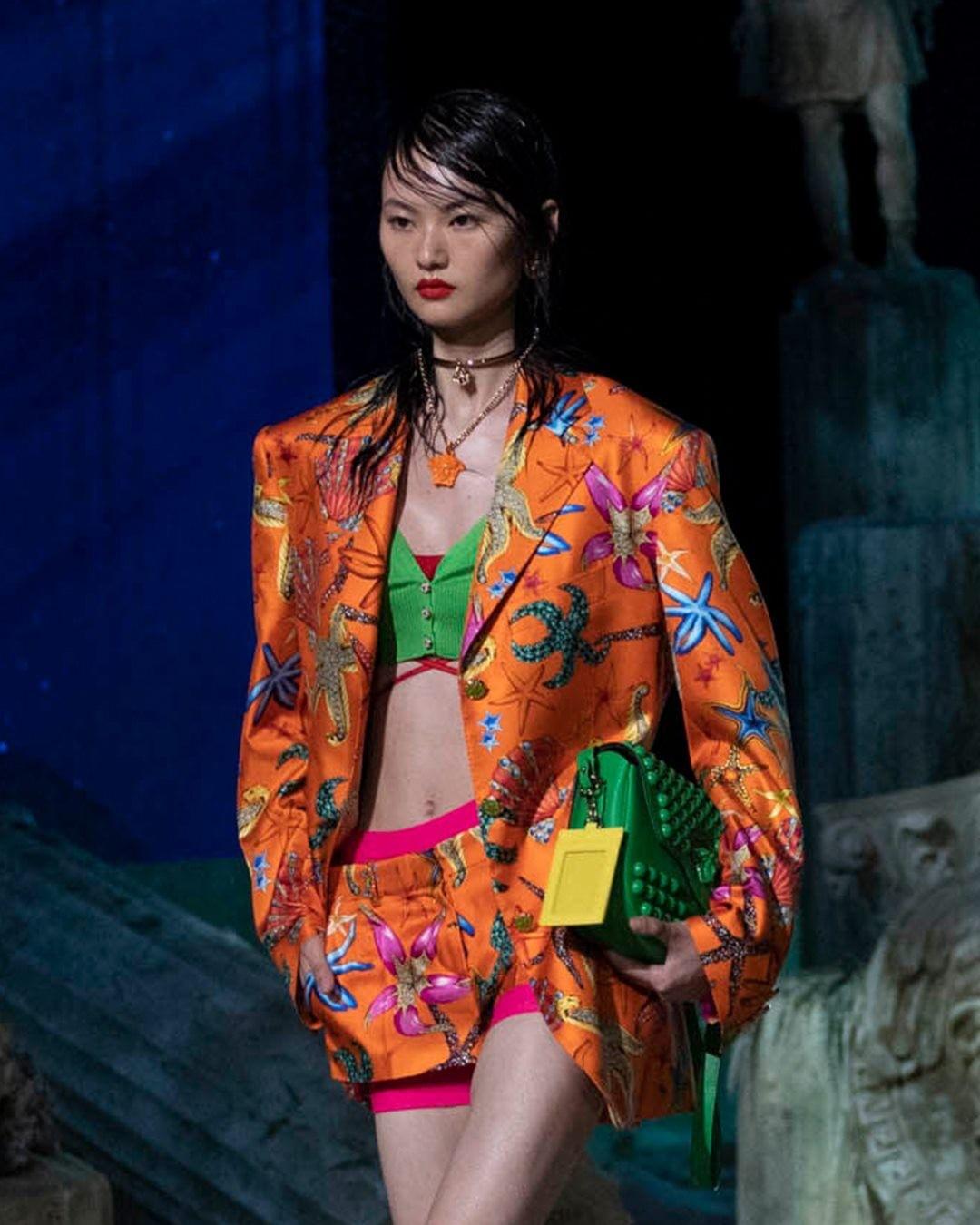 versace fashion: 9