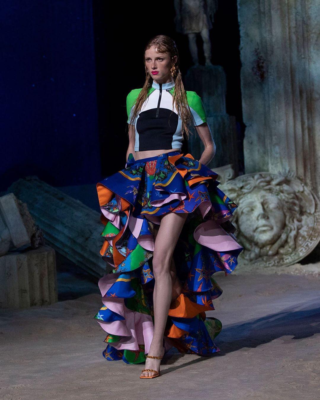 versace fashion: 8