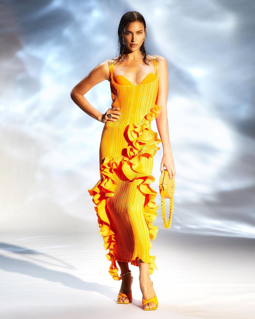 versace fashion: 13