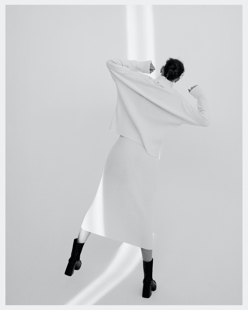 el fotógrafo can buyuk kalkan retrata a eva klimková en vestuario minimalista 6