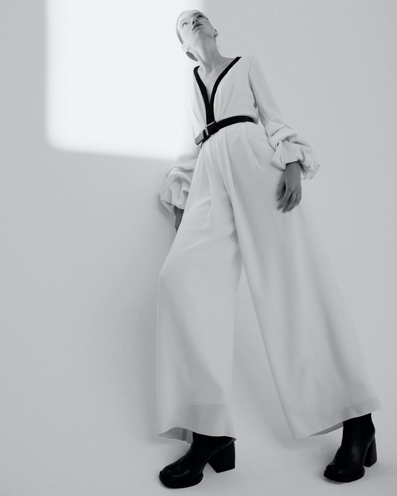 el fotógrafo can buyuk kalkan retrata a eva klimková en vestuario minimalista 5