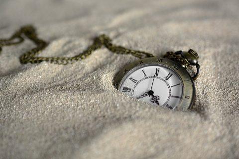 Un reloj de pulsera Descripción generada automáticamente con confianza media